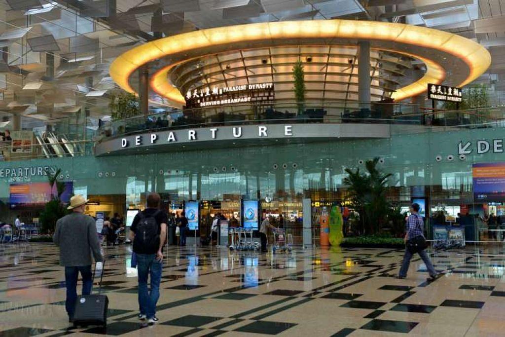 Gambar fail dewan keberangkatan Terminal 3, Lapangan Terbang Chang. Terminal 5 mungkin dihubungkan dengan dua laluan baru MRT.