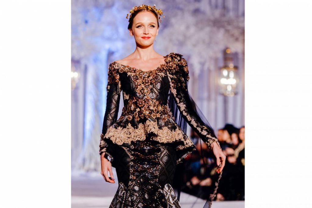 Gambar atas menunjukkan baju songket berkemasan manik yang direka dengan sentuhan moden dan diperagakan sebagai salah satu koleksi busana 'Fatimah Mohsin Couture 2017' dalam acara tersebut. - Foto-foto ALLIAMAZING CREATIVE PHOTOGRAPHY, PROJECT TWO-PI