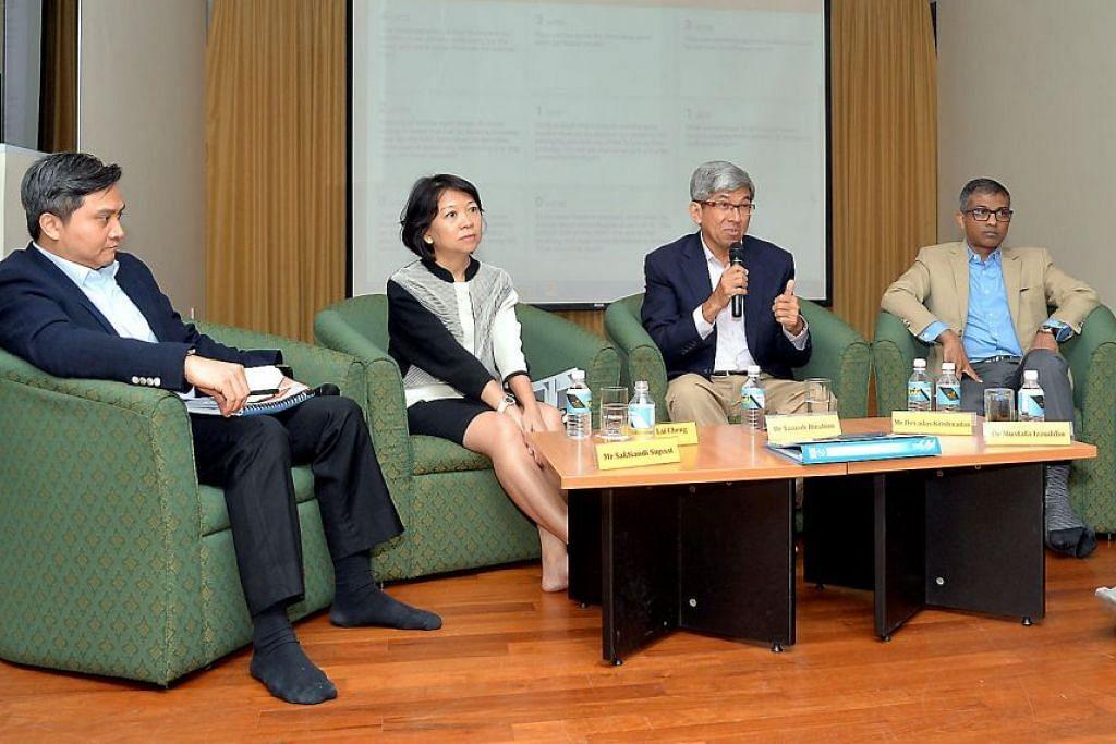 FORUM DASAR PASCABELANJAWAN: Menteri Bertanggungjawab bagi Ehwal Masyarakat Islam, Dr Yaacob Ibrahim (tiga dari kiri), dan (dari kiri) Anggota Parlimen GRC Bishan-Toa Payoh, Encik Saktiandi Supaat; Pengarah Eksekutif Universiti Pengurusan Singapura, Cik Lim Lai Cheng; serta Ketua Future-Moves Group, Encik Devadas Krishnadas, mengutarakan pandangan masing-masing di forum anjuran Mendaki kelmarin. – Foto M.O. SALLEH