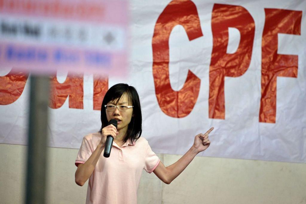 Cik Han Hui Hui semasa berkempen ketika bertanding sebagai calon bebas di Kawasan Undi Perseorangan Radin Mas dalam Pilihan Raya Umum 2015.