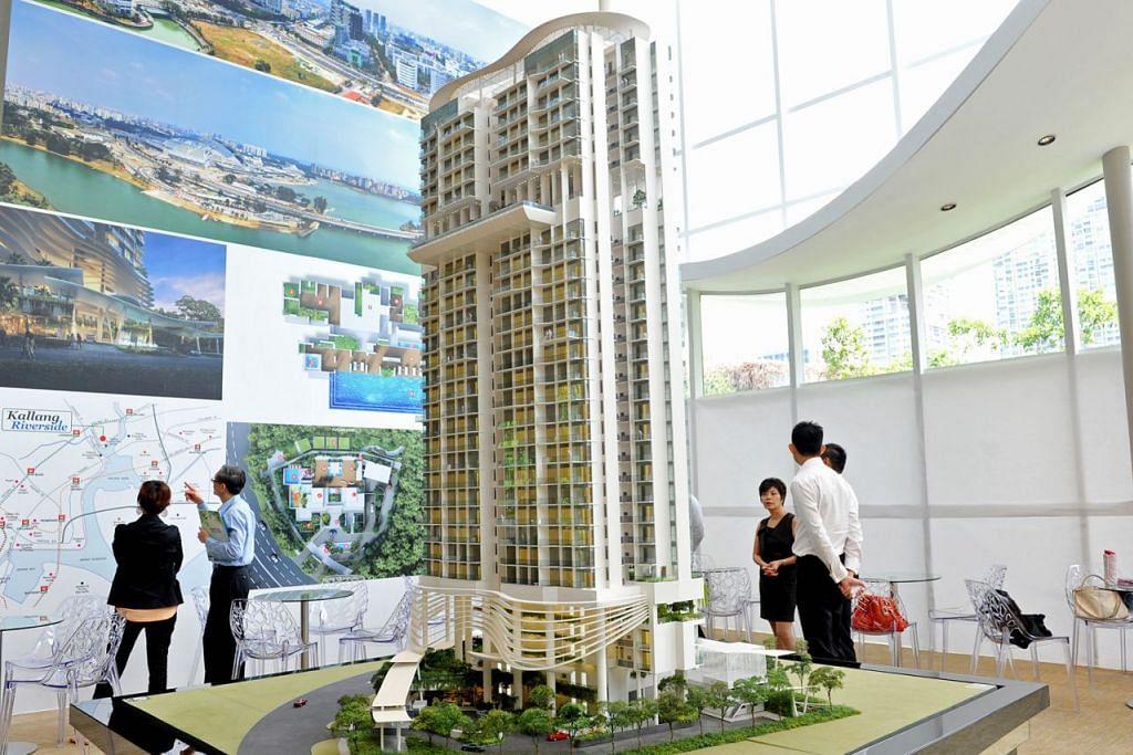 NAIK HARGA: Harga jualan semula hartanah privet bukan berhalaman seperti kondominium naik 0.9 peratus bulan lalu. Gambar menunjukkan model kondomunium setinggi 30 tingkat di Kallang Riverside. – Foto THE STRAITS TIMES