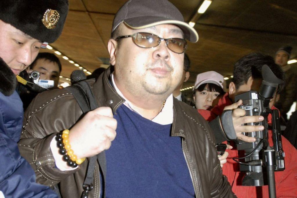 MANGSA PEMBUNUHAN: Kim Jong-nam, abang pemimpin tertinggi Korea Utara Kim Jong-un, didakwa dibunuh dua wanita warga asing yang menyapu mukanya dengan agen saraf VX ketika berada di Lapangan Terbang Antarabangsa Kuala Lumpur 2 (klia2) pada 13 Feb lalu untuk menaiki pesawat ke Macau.   Jong-nam, yang memiliki pasport tertera nama Kim Chol, meninggal dunia dalam perjalanan ke Hospital Putrajaya. - Foto: REUTERS