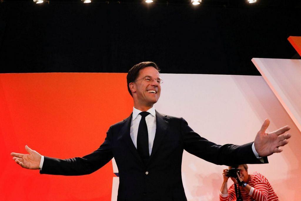 Perdana Menteri Belanda, Encik Mark Rutte daripada parti VVD Liberal, menemui penyokongnya di The Hague pada Rabu (15 Mac).