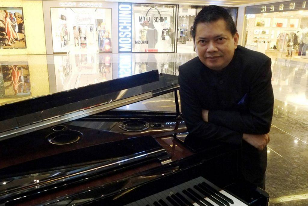 TOKOH MUZIK SINGAPURA: Pengarah muzik Indra Shahrir Ismail pernah mendapat tawaran mengajar di Kolej Muzik Berklee di Boston, Amerika Syarikat, tetapi membuat keputusan pulang ke tanahair. – Foto KHALID BABA