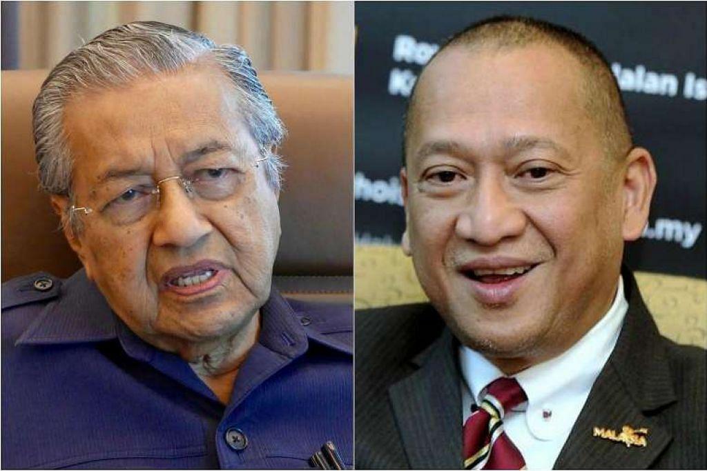 Datuk Seri Nazri (kanan) meminta Dr Mahathir bertanding di kawasan Perak dalam pilihan raya umum akan datang. Dr Mahathir berkata beliau tidak akan bertanding di sembarang kawasan undi dan mereka harus mengadakan perdebatan sebagai ganti.