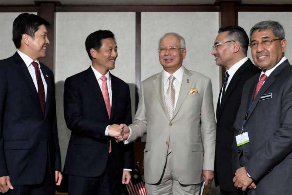 (Dari kiri) Encik Ng Chee Meng dan Encik Ong Ye Kung melakukan kunjungan ke atas Datuk Seri Najib Tun Abdul Razak, Datuk Seri Hishammuddin Tun Hussein dan Menteri Besar Kedah, Datuk Seri Ahmad Bashah Md Hanipah.