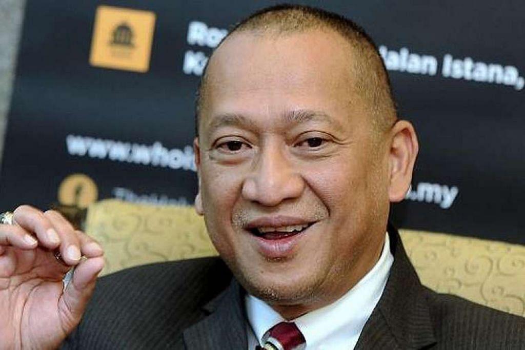 Polis menghentikan majlis perdebatan Encik Nazri (gambar) dengan Dr Mahathir Sabtu ini kerana prihatin soal keselamatan.