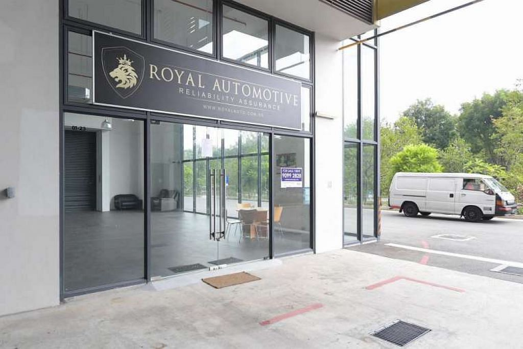Bilik pameran Royal Automotive yang kosong di Woodlands Close.