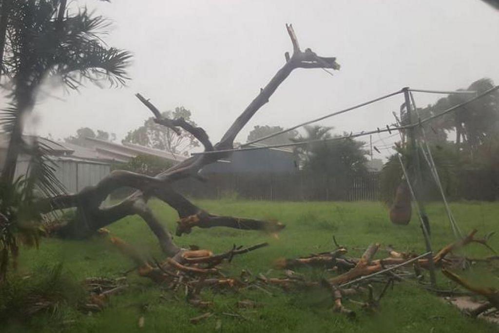 PUTING BELIUNG: Kemusnahan bermula di Bowen yang dijangka menjadi kawasan paling teruk terjejas akibat puting beliung Debbie. - Foto: FACEBOOK/NEWS.COM.AU