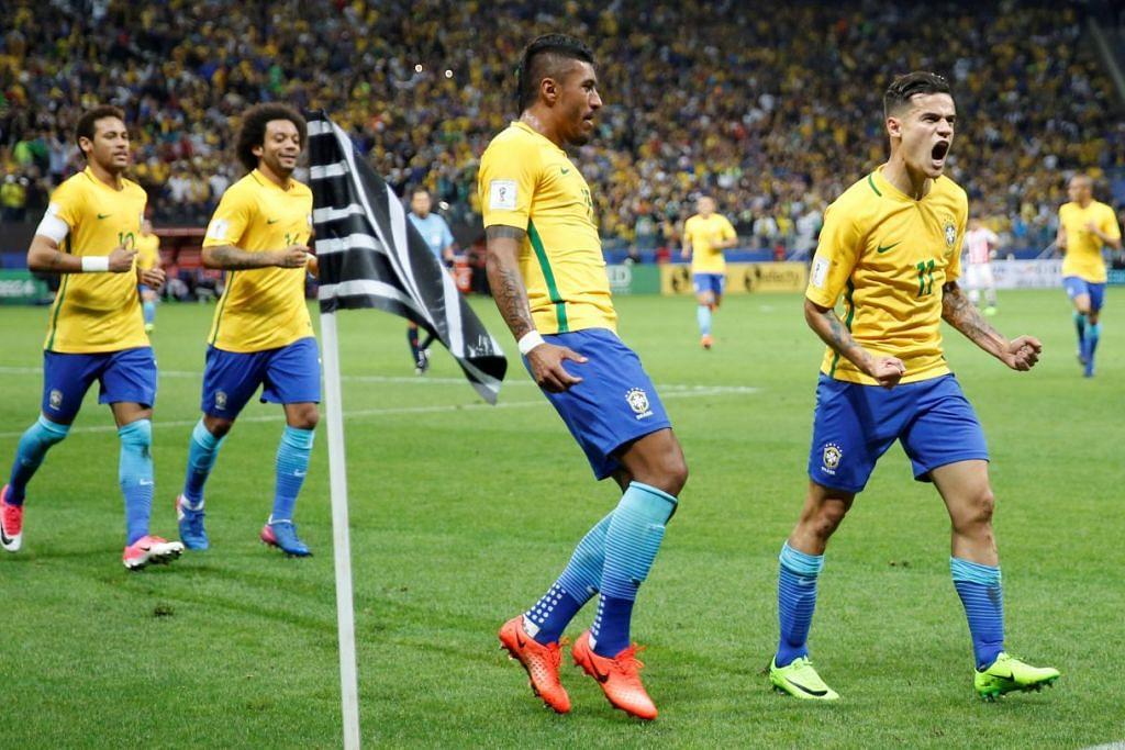 MERAIKAN KEJAYAAN: Penyerang Brazil, Philippe Coutinho (kanan) merayakan jaringan golnya bersama rakan sepasukan sewaktu Brazil bertemu Paraguay di Stadium Arena Corinthians di Sao Paulo, Brazil. - Foto: REUTERS