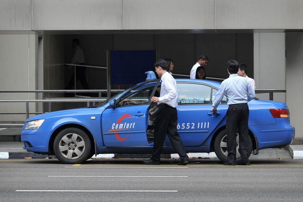 TAWARAN BAHARU: Syarikat teksi ComfortDelGro Corp mengumumkan bahawa ia akan melancarkan pilihan 'tambang rata' bagi aplikasi khidmat teksinya. - Foto THE STRAITS TIMES