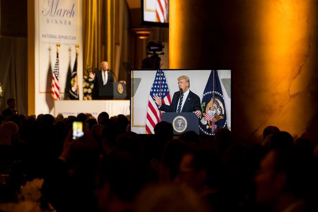 DIPERSENDAKAN ISIS: Kumpulan pengganasan, Negara Islam di Syria dan Iraq (ISIS) menyifatkan Trump sebagai seorang yang 'dungu' dalam satu kenyataan audio yang dikeluarkannya. - Foto THE NEW YORK TIMES