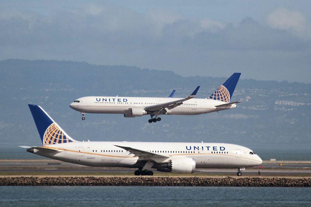 UNITED AIRLINES: Tindakan memaksa keluar penumpang akibat terlebih tempahan yang dirakam penumpang lain menarik perhatian ramai. - Foto REUTERS