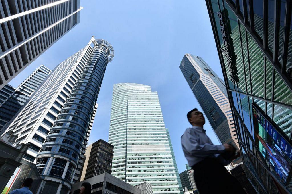 PERTUMBUHAN EKONOMI: berdasarkan penyesuaian musiman suku-ke-suku tahunan, ekonomi Singapura mengecut 1.9 peratus selepas mencatatkan peningkatan baik sebanyak 12.3 peratus bagi suku sebelumnya. - Foto THE STRAITS TIMES