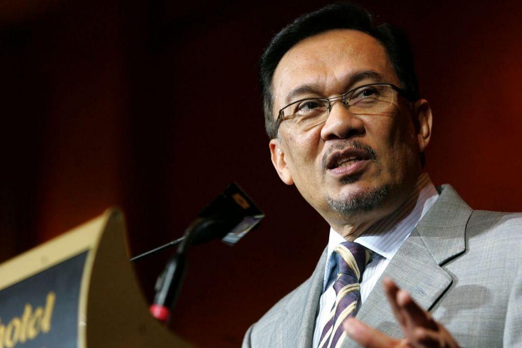 MENJALANI HUKUMAN: Datuk Seri Anwar Ibrahim - Foto FAIL