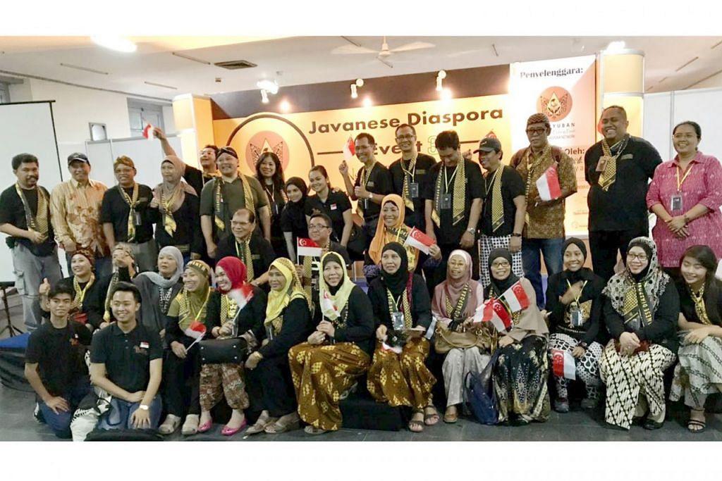 DIASPORA JAWA: Acara Diaspora Jawa (JDE) di Yogyakarta baru-baru ini diikuti sekitar 35 warga Singapura termasuk anggota beberapa persatuan Jawa di sini. – Foto ihsan SURYAKENCHANA OMAR