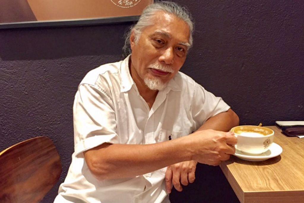 HATI TETAP PADA MASJID: Encik Mohamed Ismail Marzuki, yang lebih dikenali sebagai Eddy Marzuki salah seorang anggota bekas kumpulan The Flybaits, pernah berkhidmat dengan Masjid Muhajirin sebagai Ketua Belia selama lapan tahun sejak 1984. - Foto ROSEBI MOHD SAH