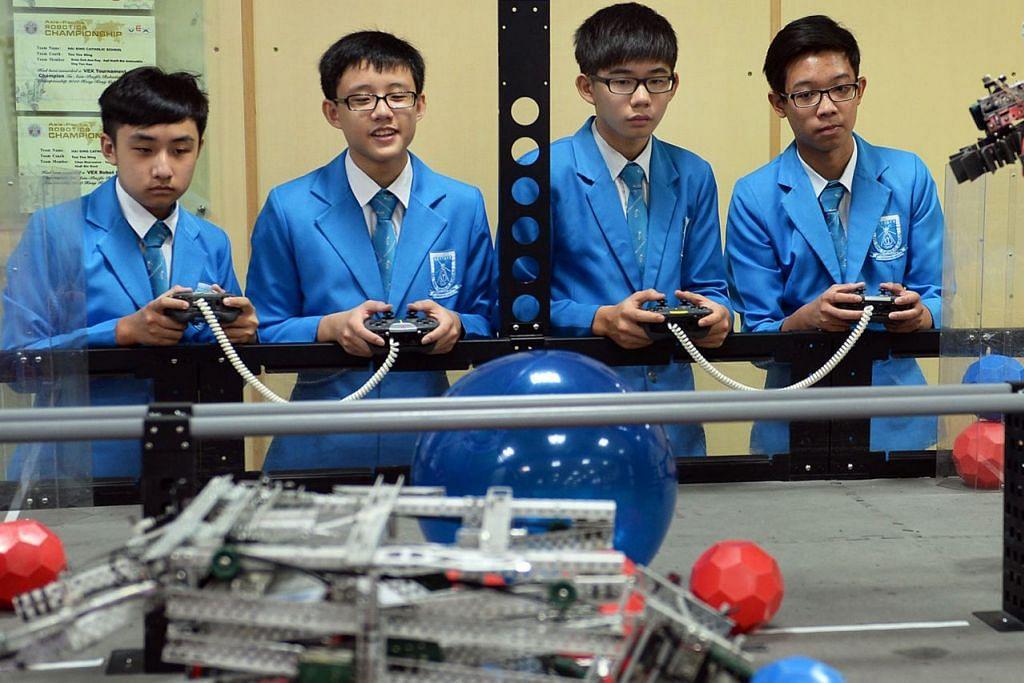 PROGRAM ROBOTIK: Sekolah Katolik Hai Sing (atas) menawarkan program robotik. – Foto fail