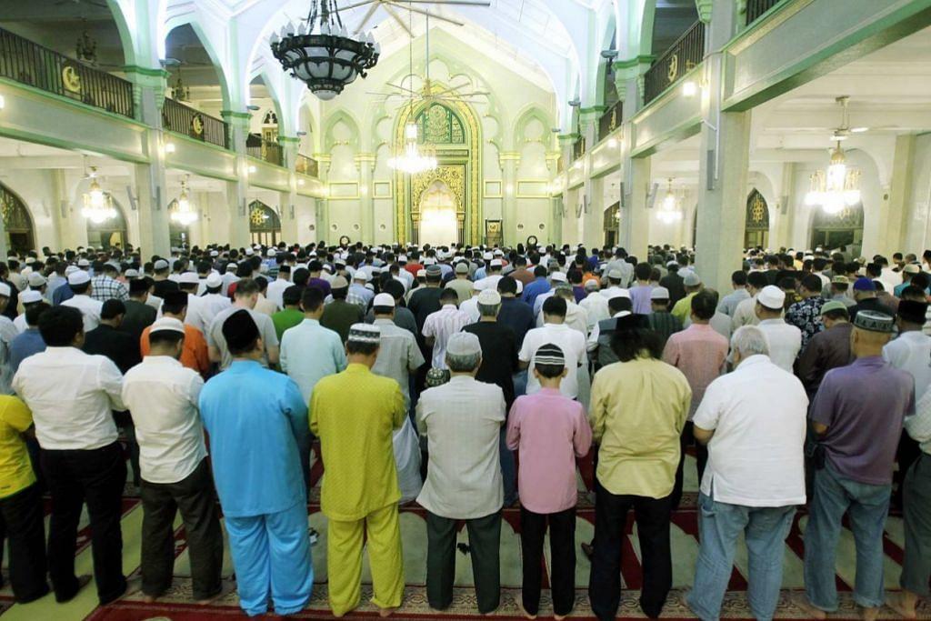Masyarakat Muslim Singapura mula solat terawih pada 26 Mei 2017.