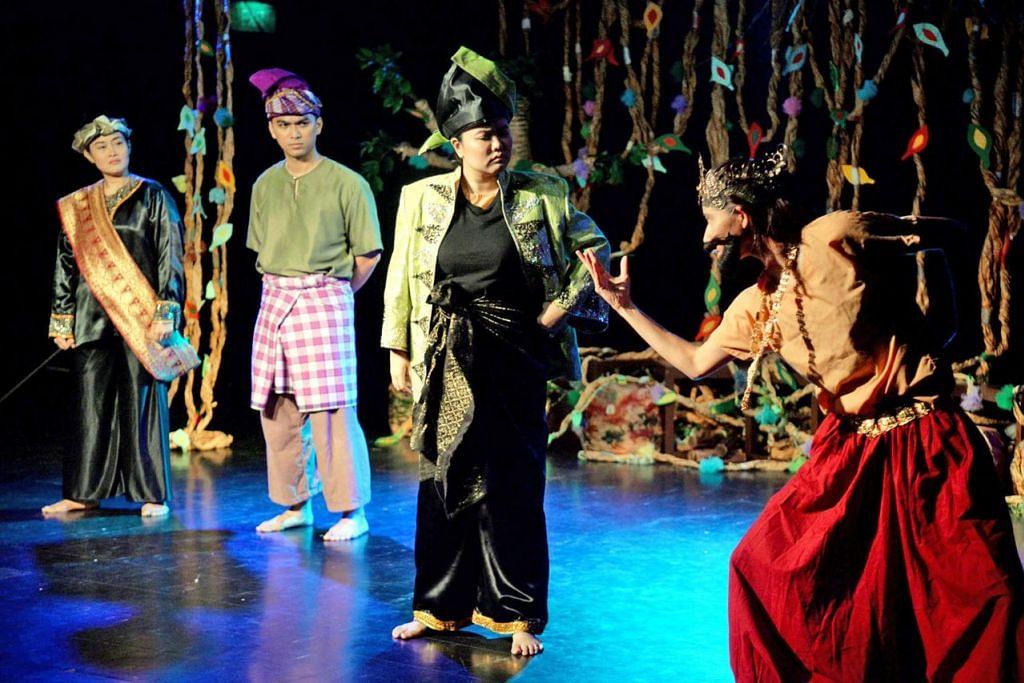 PENDEDAHAN DARI KECIL: Pementasan 'Badang, The Strong Man' yang dianjurkan oleh NAC dan syarikat Act 3 International diharap mendedahkan penonton cilik kepada pelbagai seni tradisional tempatan. – Foto M.O. SALLEH