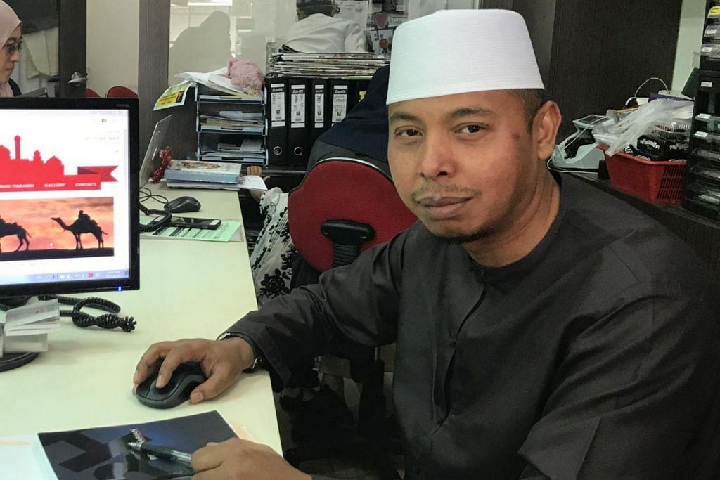 BERJAYA BERKAT KETABAHAN: Pemilik Jalaluddin Travel & Services Pte Ltd, Ustaz Jalaluddin Hassan, yang syarikatnya menawarkan khidmat wisata dan umrah/haji, merancang memperkenal unit baru dalam syarikatnya yang menawarkan khidmat wisata di Singapura untuk pelancong luar negara, menjelang tahun depan. - Foto ATIYYAH MOHD SAID