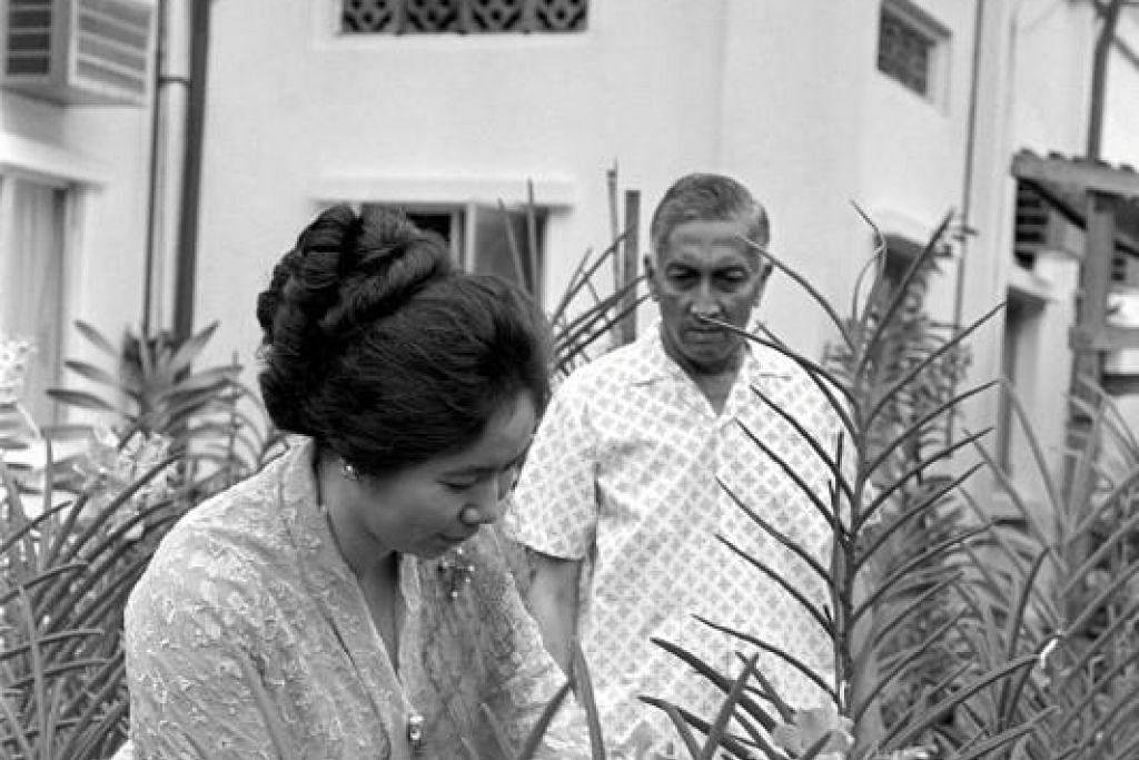 Puan Noor Aishah berusia 26 tahun semasa suaminya Yusof Ishak menjadi Yang Di Pertuan Negara pertama Singapura.