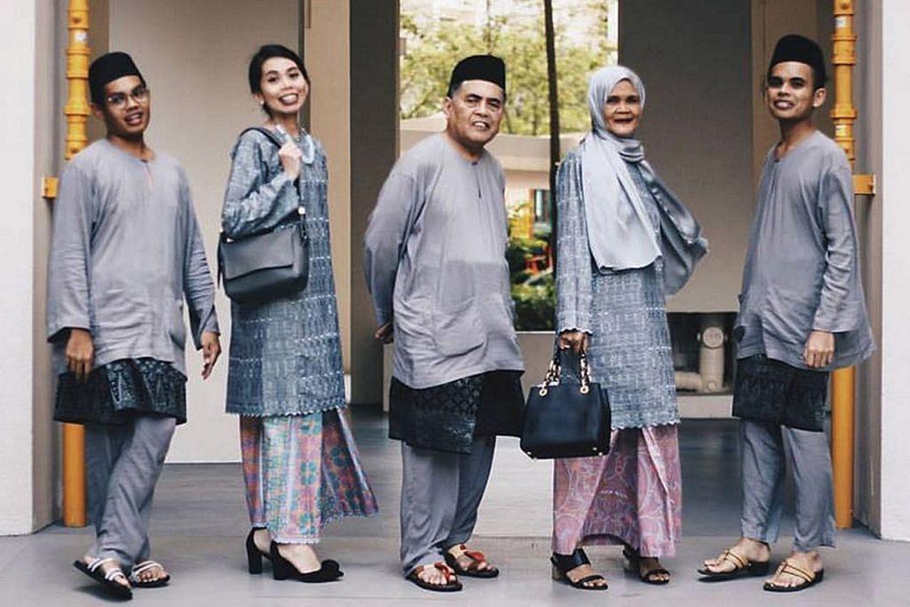SEDONDON: Keluarga Encik Hafeez Isa bergaya di depan kamera dengan mengenakan pakaian warna kelabu bersama. – Foto FACEBOOK HAFEEZ ISA