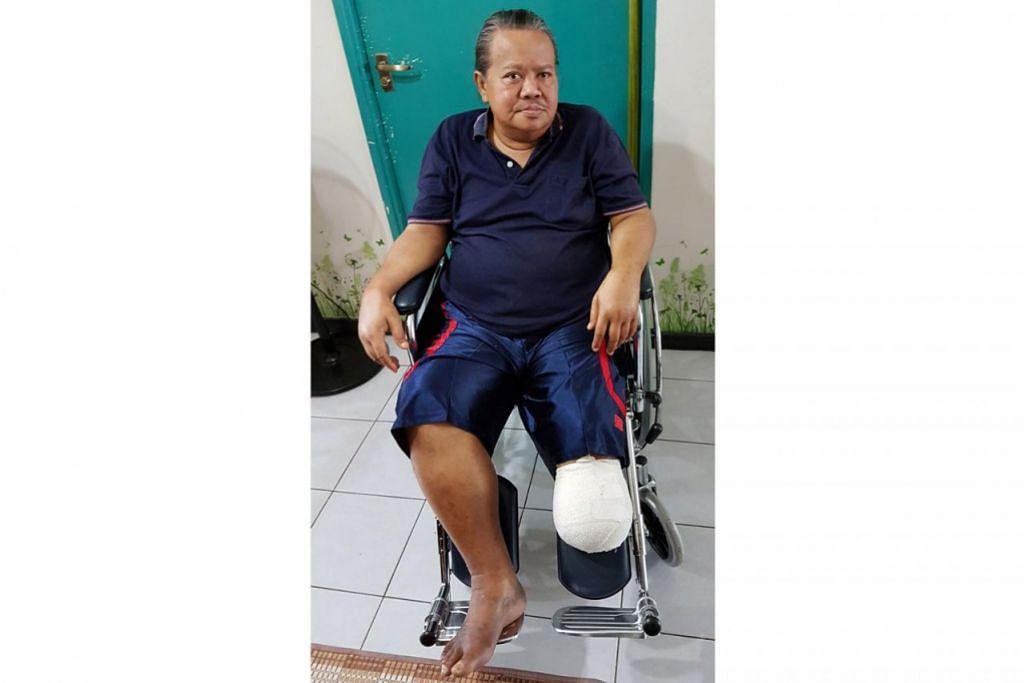 CUBA SESUAIKAN DIRI: Alias Kadir kini sedang menyesuaikan diri dengan keadaannya yang hanya berkaki satu selepas kaki kirinya dipotong akibat kencing - Foto ihsan ALIAS KADIR