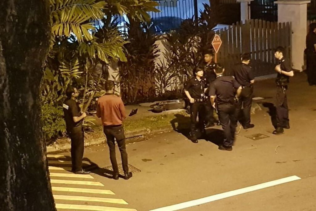 Pihak polis dan SCDF tiba di tempat kejadian FOTO: Sandra Tan