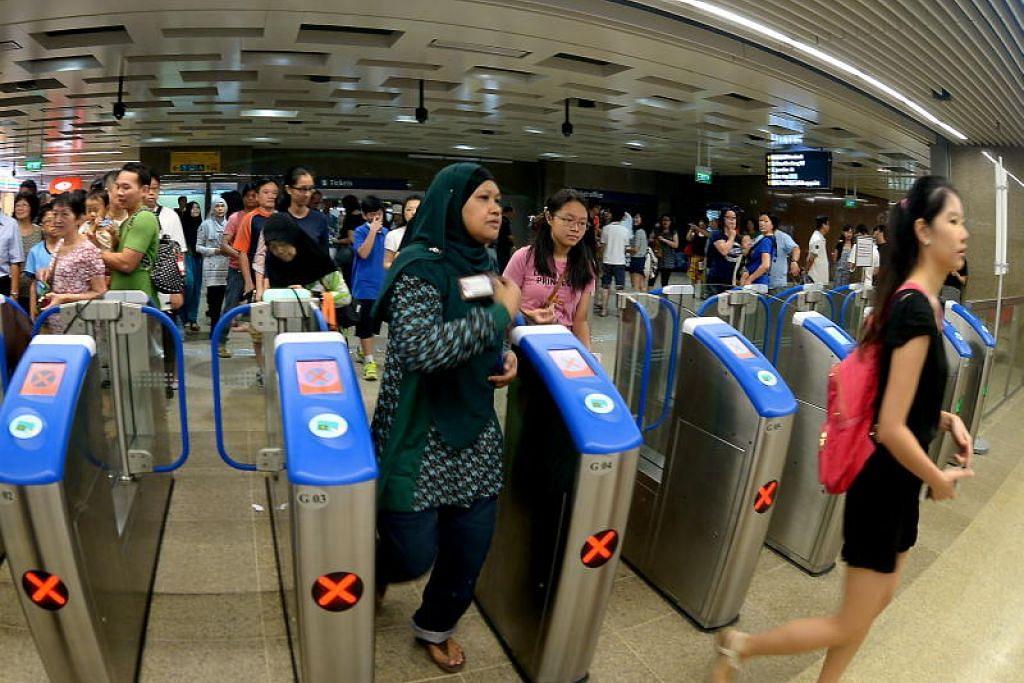 JIMAT WANG: Penumpang akan dapat menikmati diskaun sehingga 50 sen jika menaiki MRT sebelum 7.45 pagi di semua 157 stesen MRT pada hari biasa. - Fail ST