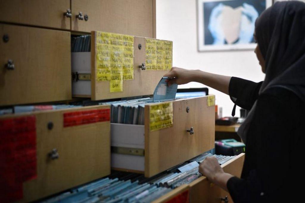 REKOD ELEKTRONIK: Singapura menjadi menjadi antara negara pertama yang mewajibkan semua penyedia penjagaan kesihatan memasukkan maklumat pesakit dalam NEHR. - Foto ST