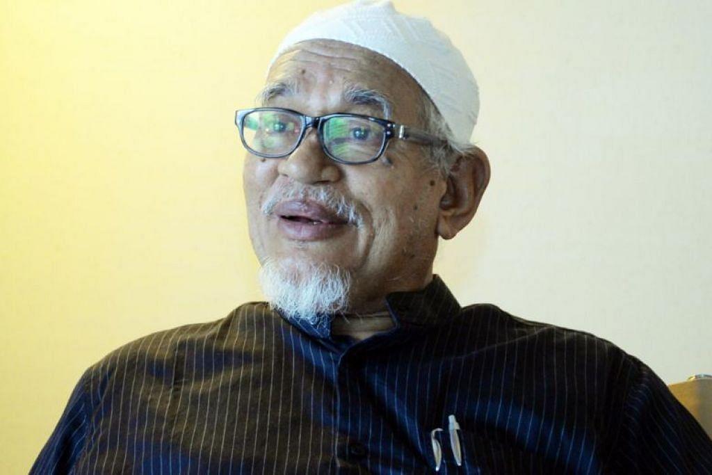 Ketua Polis Negara Malaysia, Tan Sri Mohamad Fuzi Harun, berkata bagi Malaysia tiada ancaman daripada pelibatan Datuk Seri Abdul Hadi Awang (atas) dalam Kesatuan Ulama Islam Antarabangsa (IUMS).