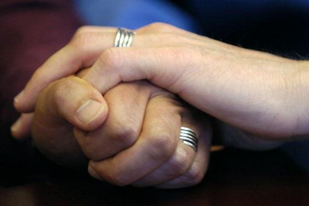 SAMBUTAN PERKAHWINAN JUBLI EMAS: Pasangan yang menyambut ulang tahun perkahwinan mereka yang ke-50 dijemput tampil menyertai sambutan ini.