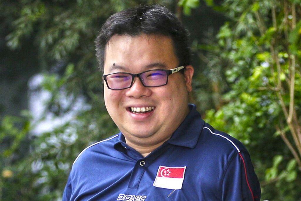 JASON CHEE: Anggota tentera laut berusia 34 tahun ini yang mengalami kemalangan ngeri pada 2012 tetap cekal dan mewakili negara dalam acara tenis meja di Sukan Paralimpik Asean 2015 dan meraih pingat perak.