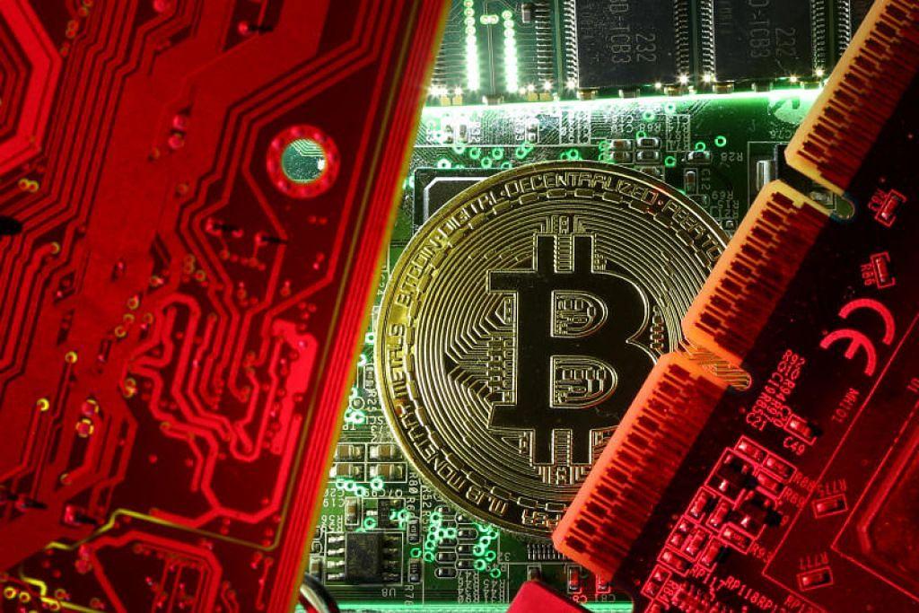 MAS memberi amaran bahawa mata wang kripto seperti bitcoin bukanlah mata wang yang sah di sisi undang-undang. - Foto Reuters