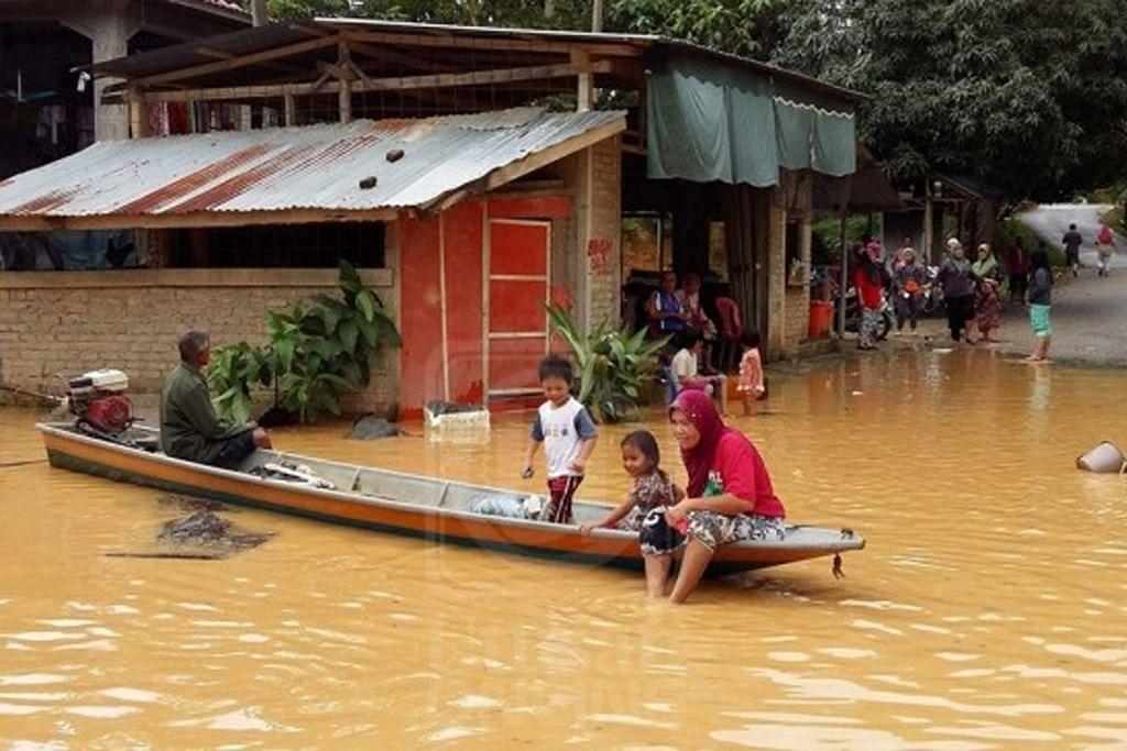Palang Merah S'pura sumbang $20,000 kepada mangsa banjir Malaysia