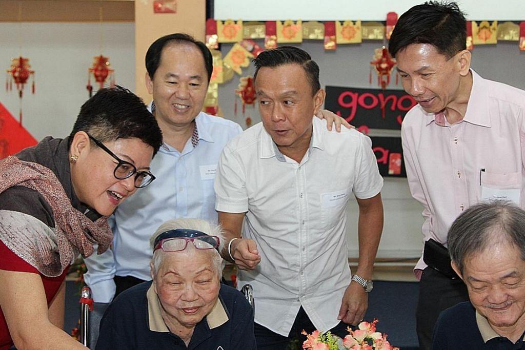 Institusi jagaan kesihatan rai Tahun Baru Cina bersama warga tua