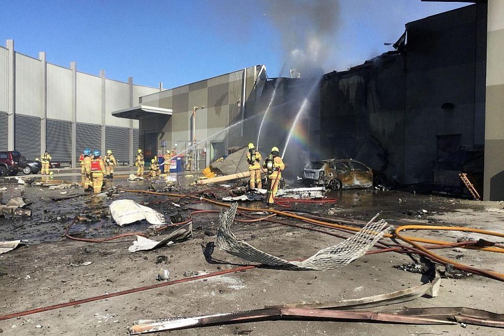 5 maut apabila pesawat terhempas atas pusat beli-belah dekat Melbourne