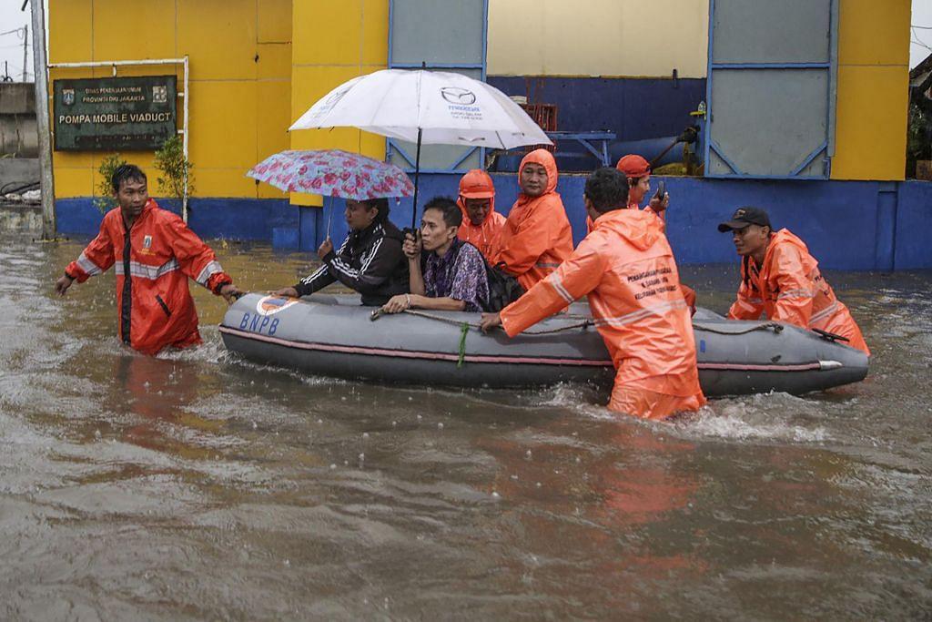 Jakarta dilanda banjir ekoran hujan lebat
