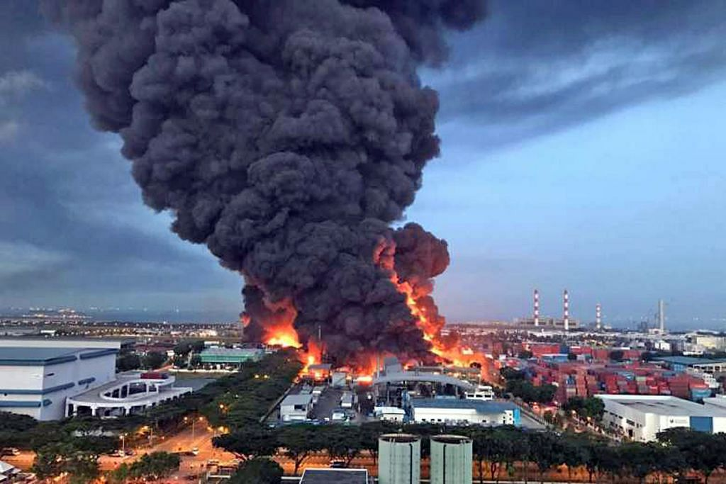 Kebakaran besar di Tuas dipadam selepas 4 jam