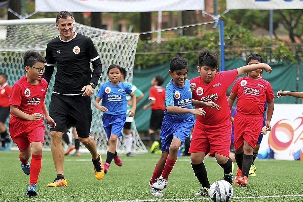 Ketua SportSG: Program bola sepak tidak 'potong jalan' akademi swasta SUKAN SETEMPAT