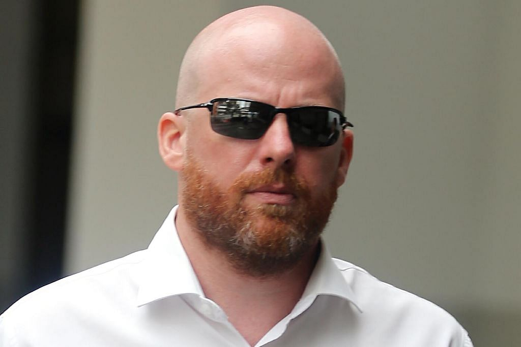 Perintah larangan MAS atas mantan pengarah Goldman Sachs SALAH LAKU BERKAITAN IMDB