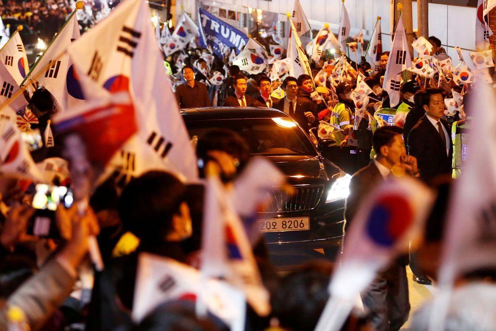 PENYINGKIRAN PRESIDEN KOREA SELATAN Bekas Presiden Park keluar dari istana