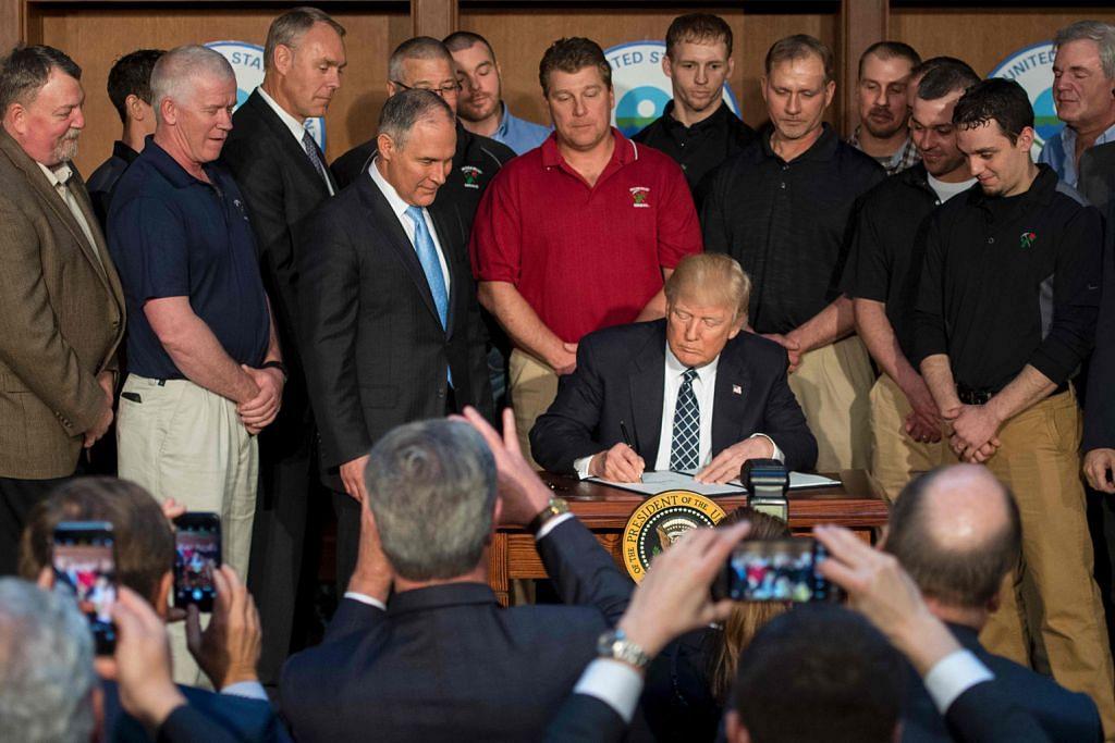 Trump mansuhkan kekangan penghasilan bahan fosil api