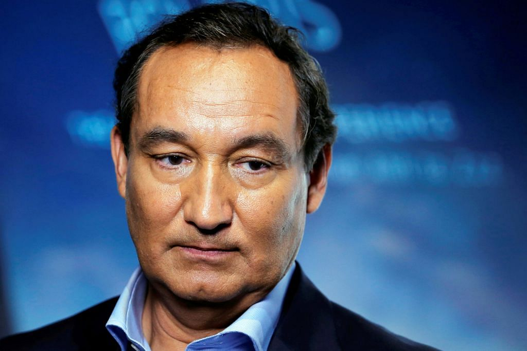 CEO United Airlines mohon maaf