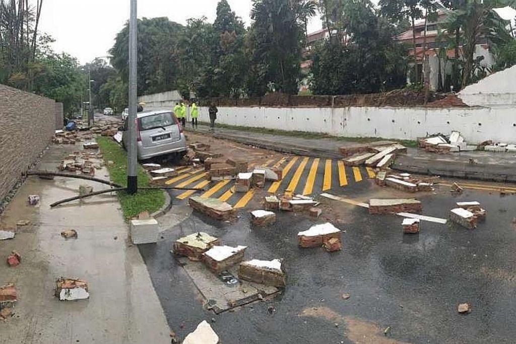 Tembok runtuh selepas hujan