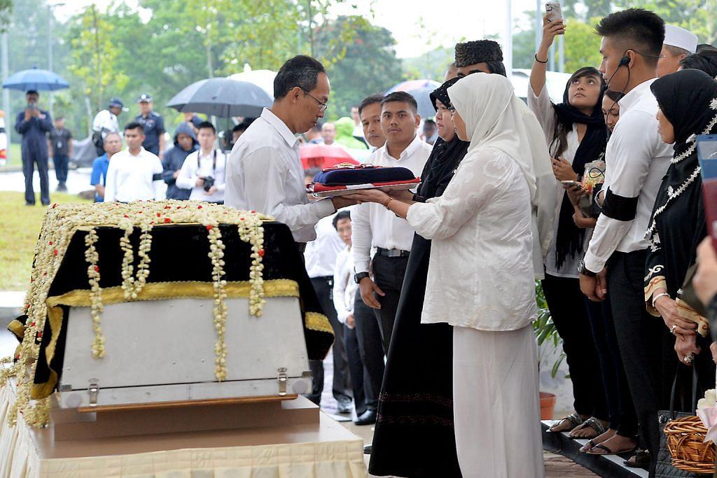 Penghormatan terakhir buat Othman Wok
