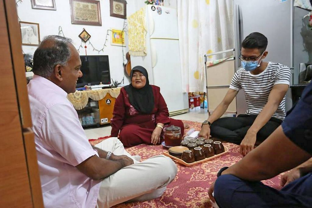 INSIDEN KEBAKARAN TEKSI Shanmugam lawat ahli bomba NS cedera