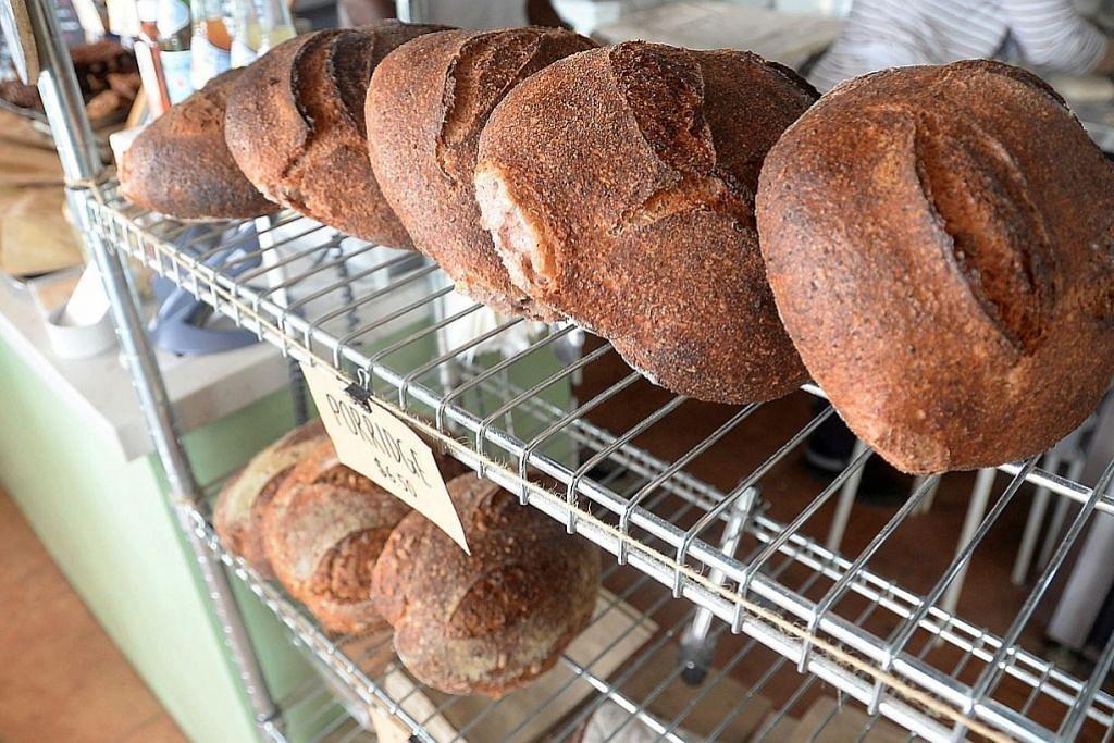 Hobi buat roti jadi perniagaan