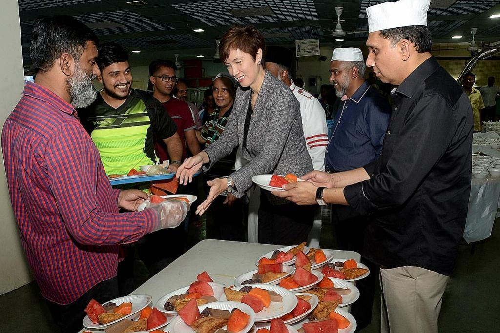 Josephine iftar bersama jemaah Masjid Bencoolen